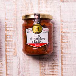 Italienische Nudelsauce aus Tomaten und Basilikum