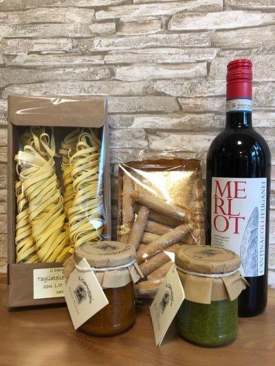 italienische pasta, merlot, pestos und sigarini